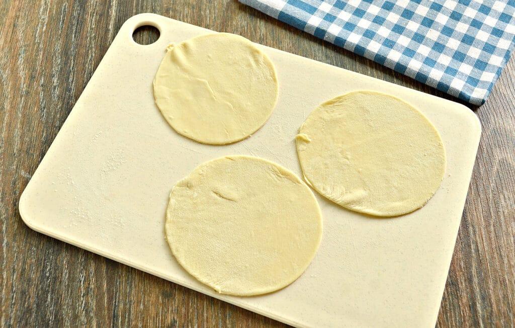 Фото рецепта - Манты с капустой и говядиной - шаг 5