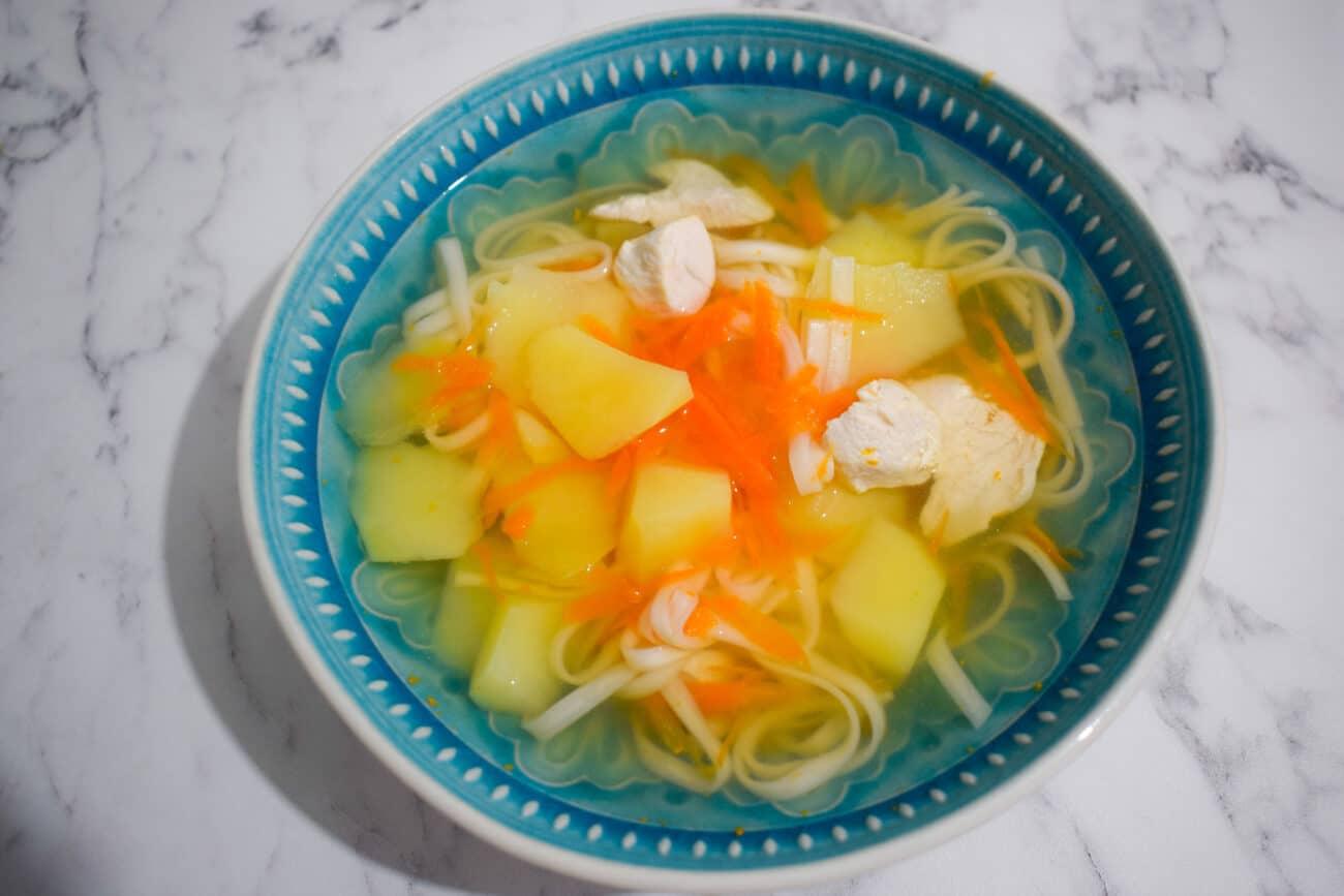 Суп куриный с лапшой и картофелем