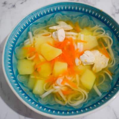 Суп куриный с лапшой и картофелем - рецепт с фото