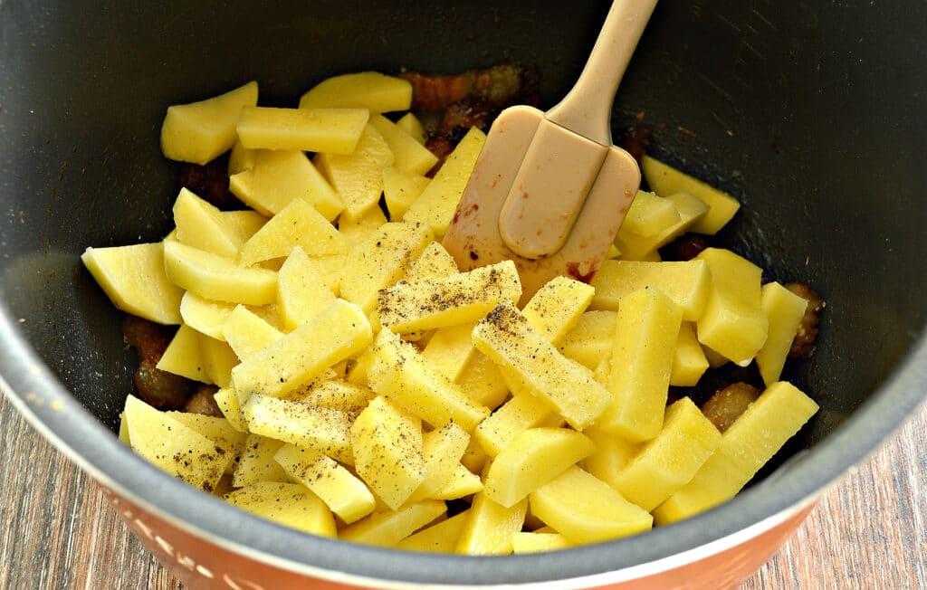 Фото рецепта - Жареный картофель с салом в мультиварке - шаг 5