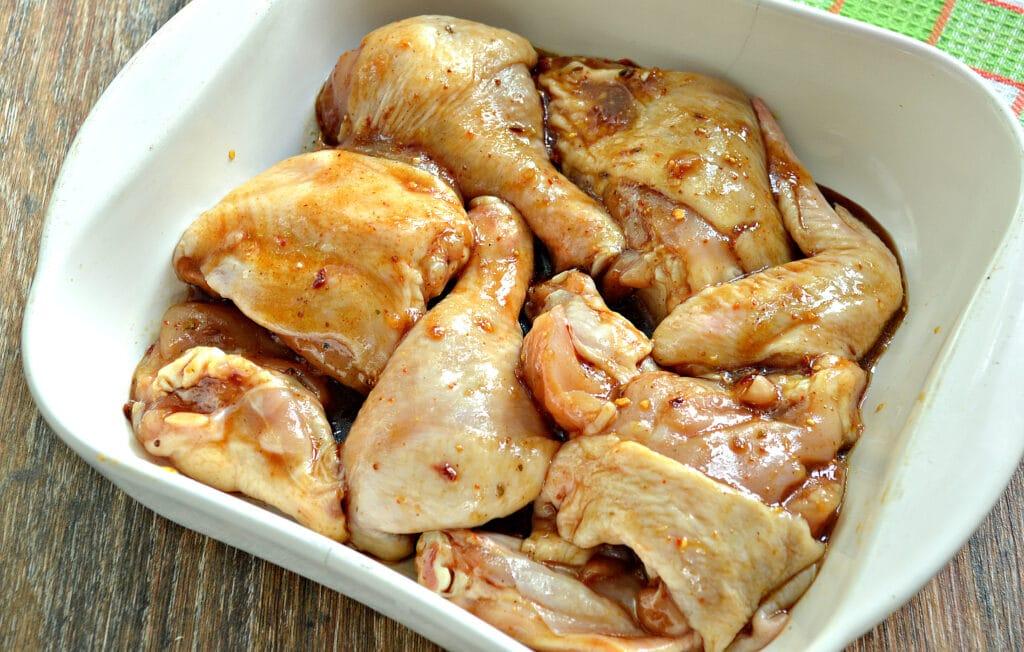 Фото рецепта - Курица в медовом чесночном маринаде в духовке - шаг 6