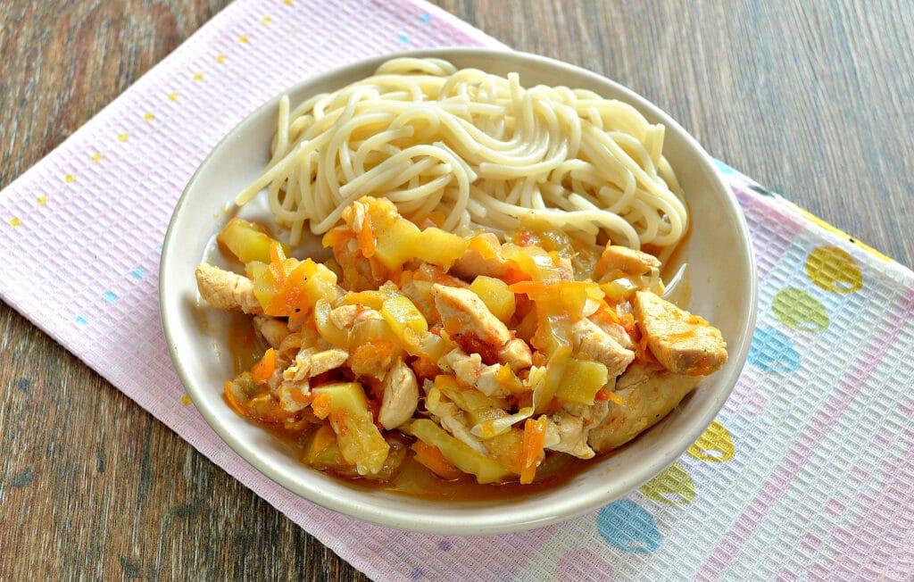 Фото рецепта - Овощное рагу с курицей и кабачками в мультиварке - шаг 6