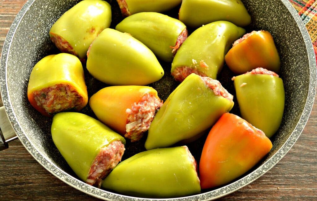 Фото рецепта - Фаршированный перец на сковороде - шаг 6