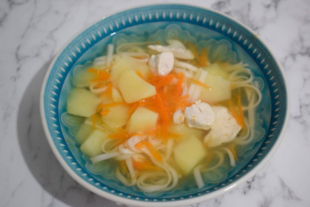 Фото рецепта - Суп куриный с лапшой и картофелем - шаг 5