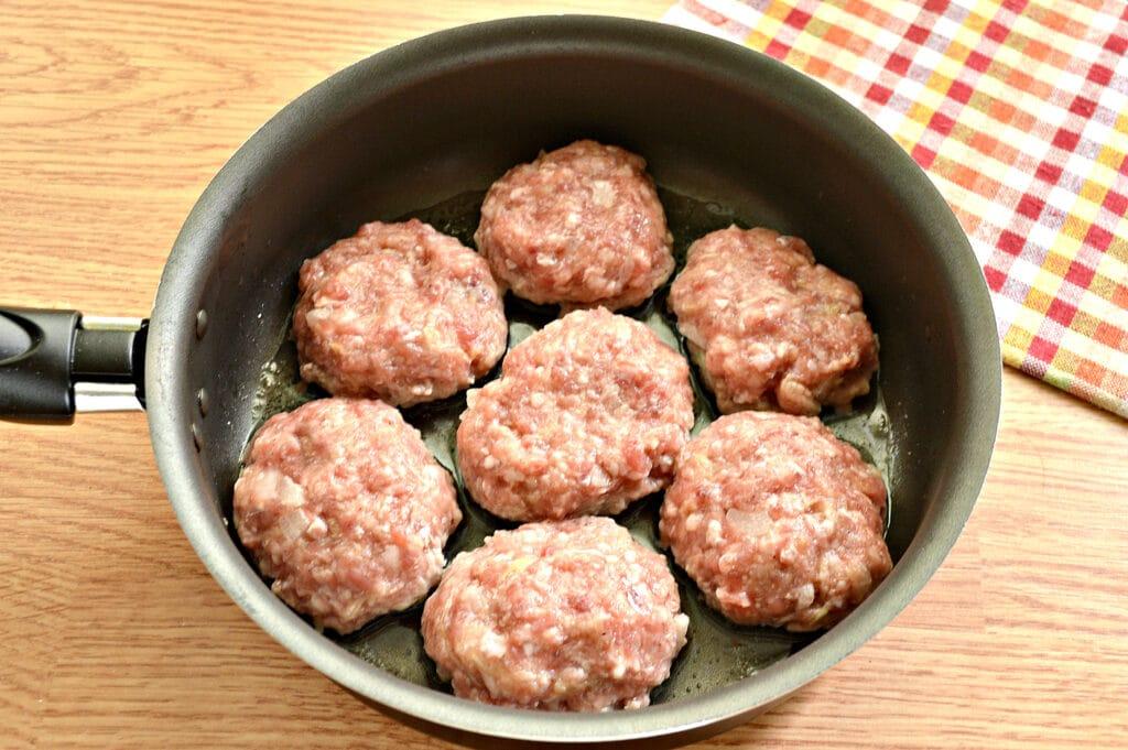 Фото рецепта - Биточки из мясного фарша с кабачками - шаг 6