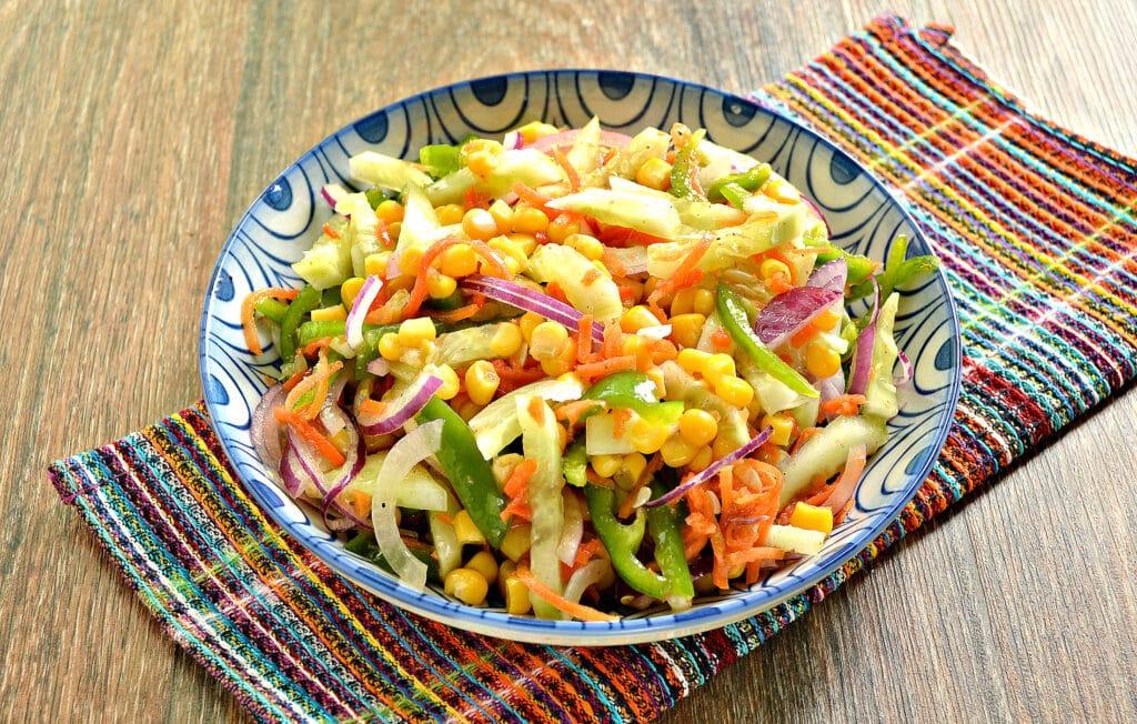 Фото рецепта - Овощной салат с кукурузой и морковкой по-корейски - шаг 7