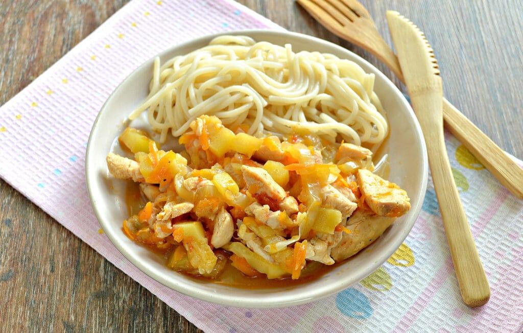 Фото рецепта - Овощное рагу с курицей и кабачками в мультиварке - шаг 7