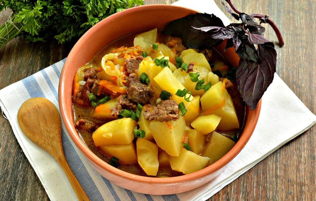 Фото рецепта - Картофель тушёный в мультиварке с овощами и говядиной - шаг 7