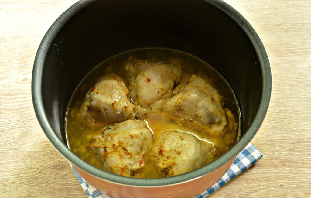 Фото рецепта - Тушеные куриные бедра в мультиварке - шаг 7