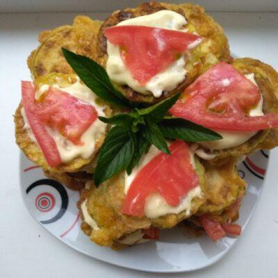 Закуска из кабачков с чесноком и помидорами - рецепт с фото