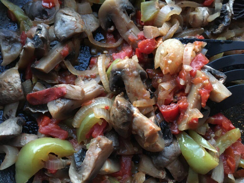 Фото рецепта - Овощное рагу с шампиньонами - шаг 6
