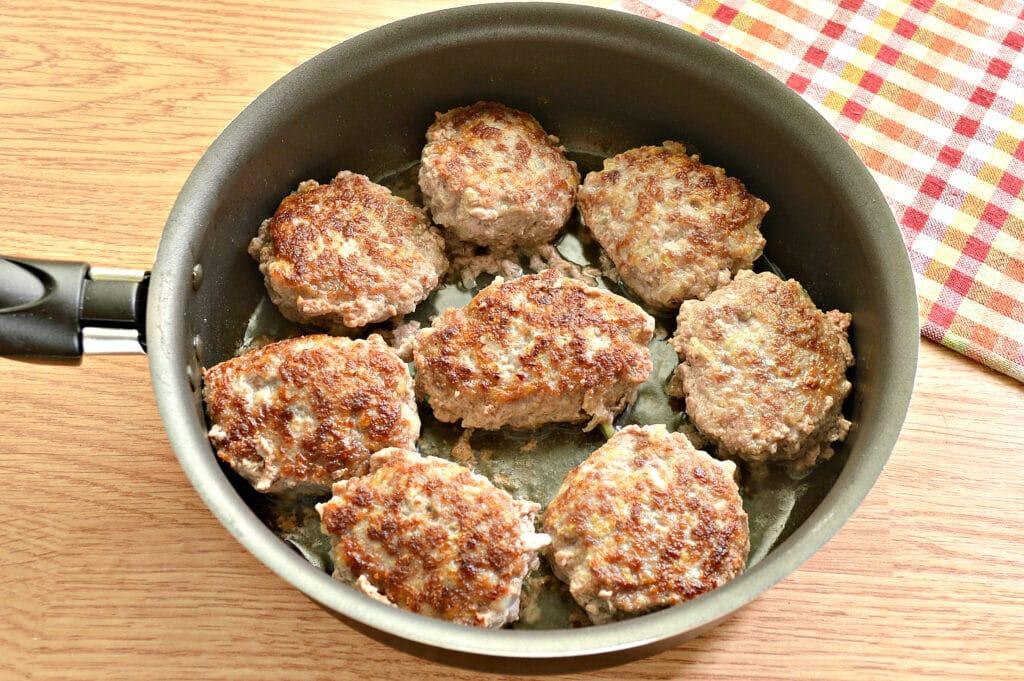 Фото рецепта - Биточки из мясного фарша с кабачками - шаг 7