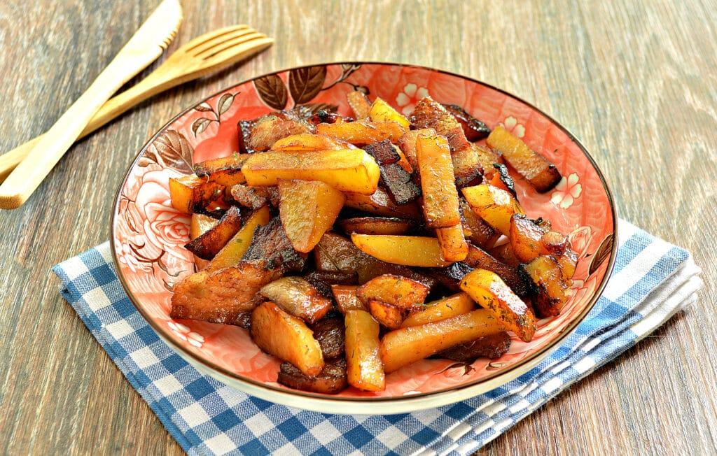 Фото рецепта - Жареный картофель с салом в мультиварке - шаг 7