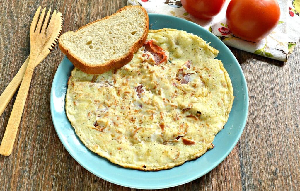 Фото рецепта - Яичница с помидором и колбасным сыром - шаг 8
