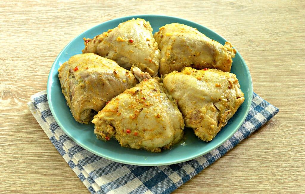 Фото рецепта - Тушеные куриные бедра в мультиварке - шаг 8