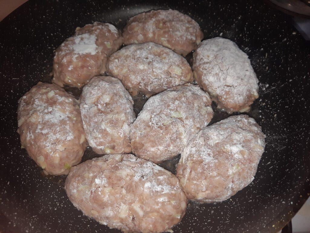 Фото рецепта - Ленивые голубцы на сковороде - шаг 7
