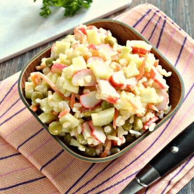 Рисовый салат с корейской морковкой и крабовыми палочками - рецепт с фото