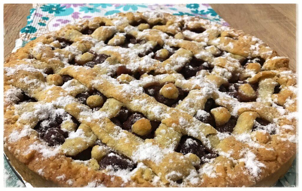 Фото рецепта - Тертый пирог с вишней - шаг 7
