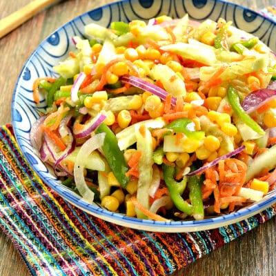 Овощной салат с кукурузой и морковкой по-корейски - рецепт с фото