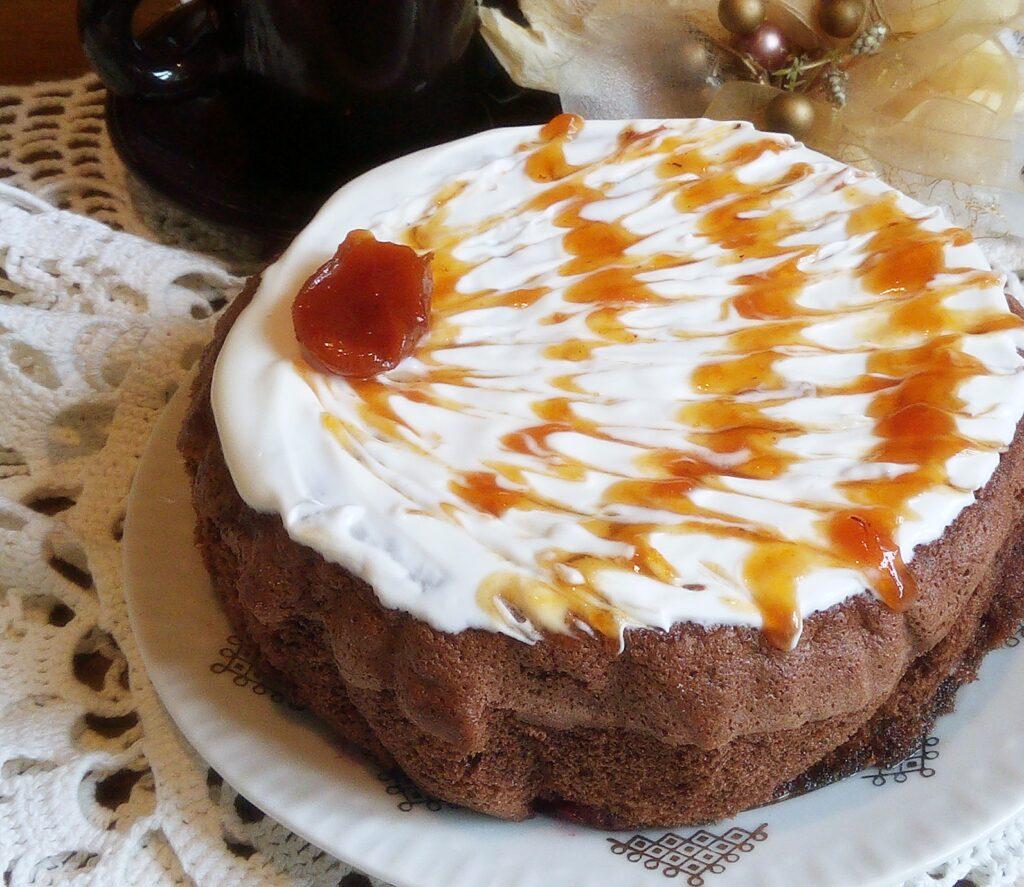Фото рецепта - Шоколадный бисквит с вишней и грушами - шаг 8