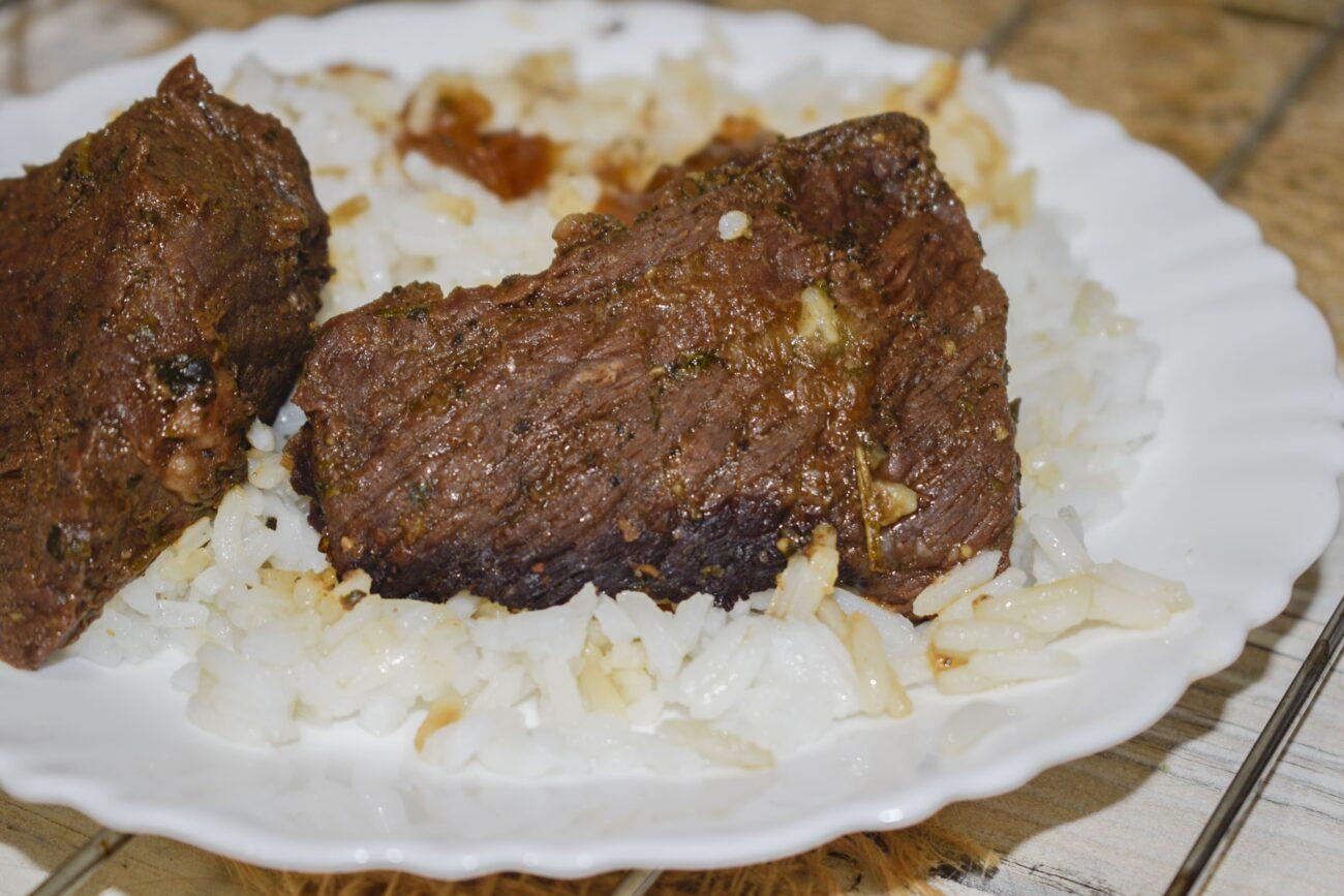 Сочная мягкая говядина, запеченная в рукаве в духовке
