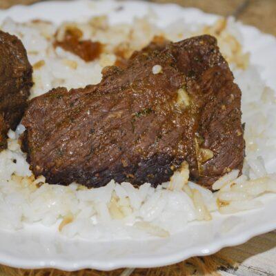 Сочная мягкая говядина, запеченная в рукаве в духовке - рецепт с фото