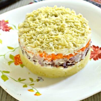 Слоёный салат мимоза с консервированным тунцом - рецепт с фото