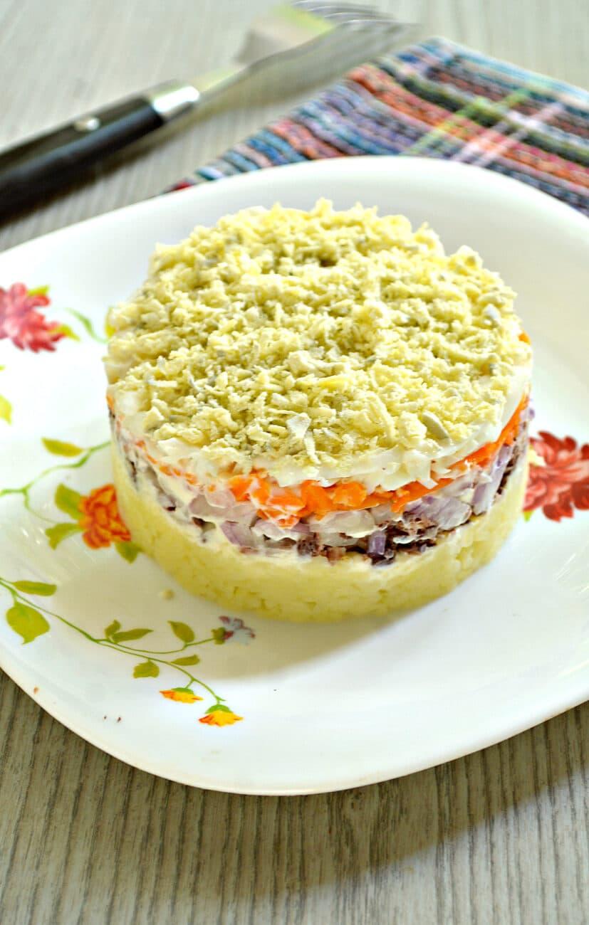 Слоёный салат мимоза с консервированным тунцом