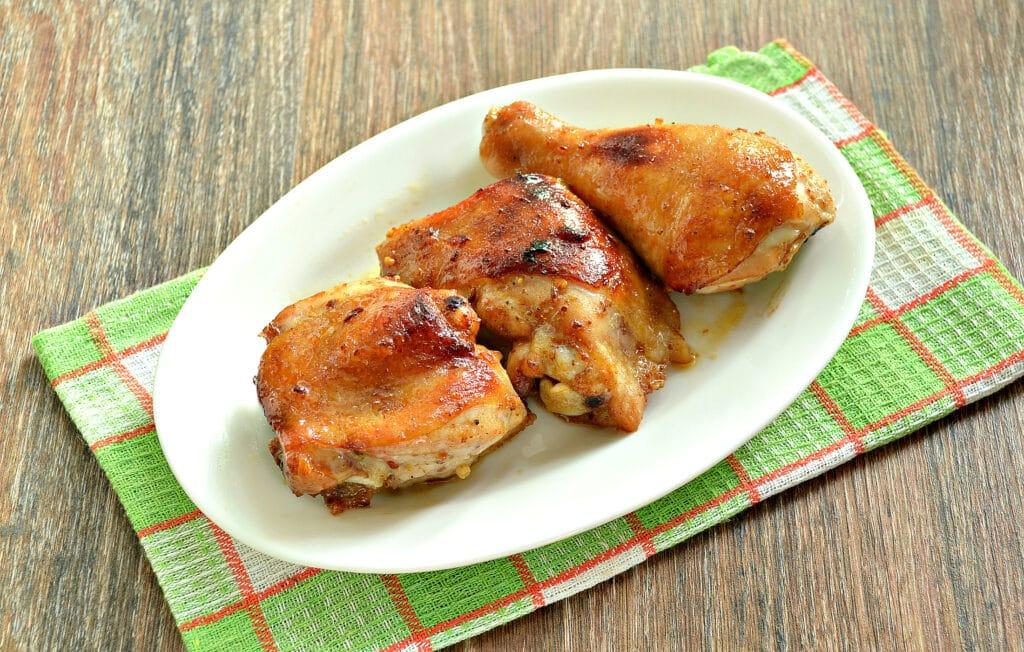 Фото рецепта - Курица в медовом чесночном маринаде в духовке - шаг 8