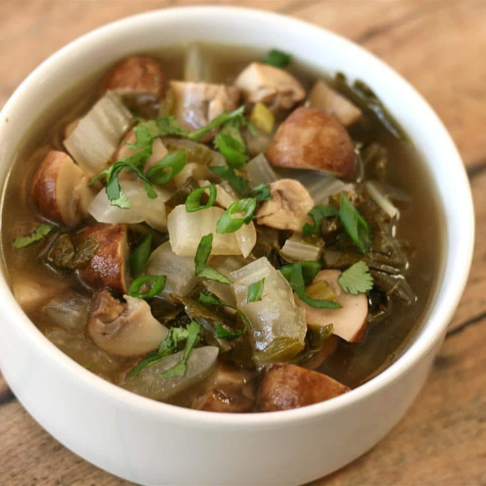 Грибной суп с капустой и имбирем