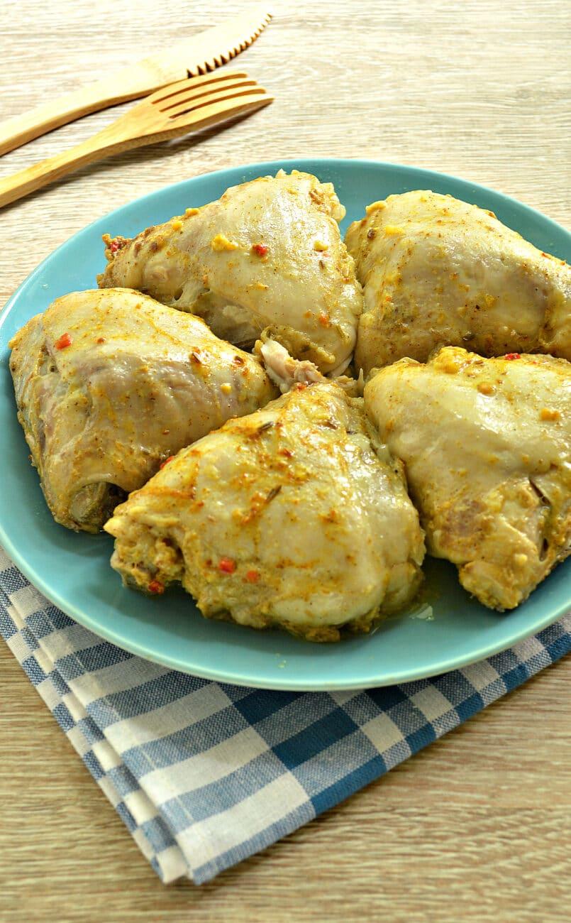 Тушеные куриные бедра в мультиварке