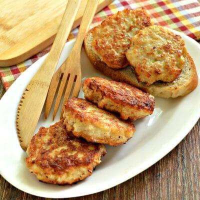 Оладьи из куриного филе, кабачков и сала - рецепт с фото