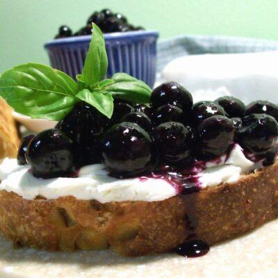 Маринованная черника - рецепт с фото