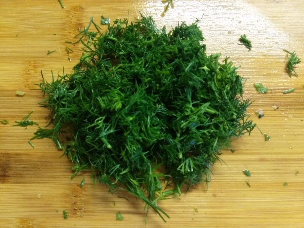 Фото рецепта - Зеленый салат из огурцов, болгарского перца и зелени - шаг 4