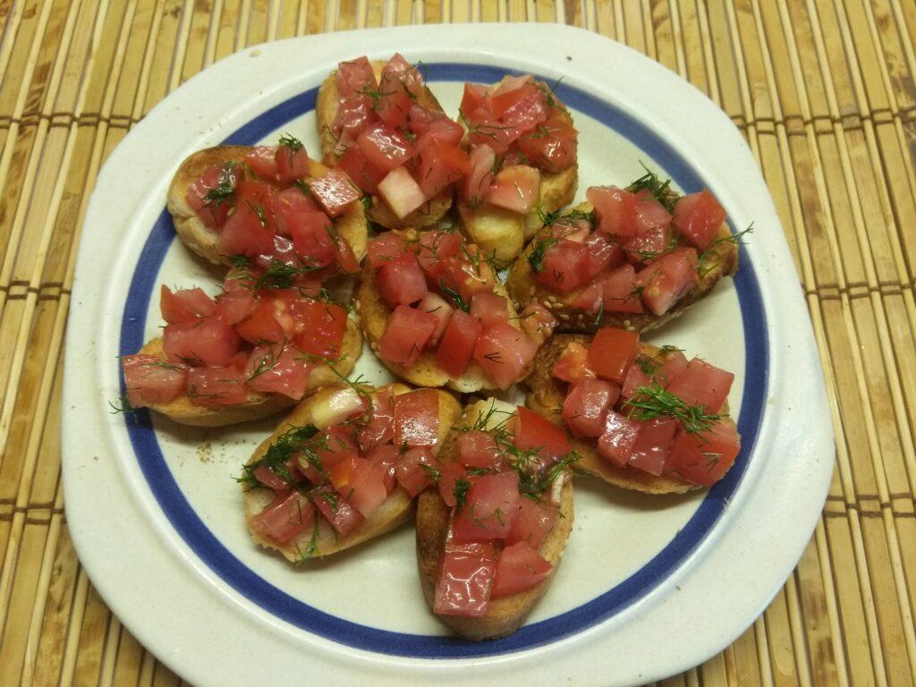 Фото рецепта - Брускетты с хамоном и помидорами - шаг 5