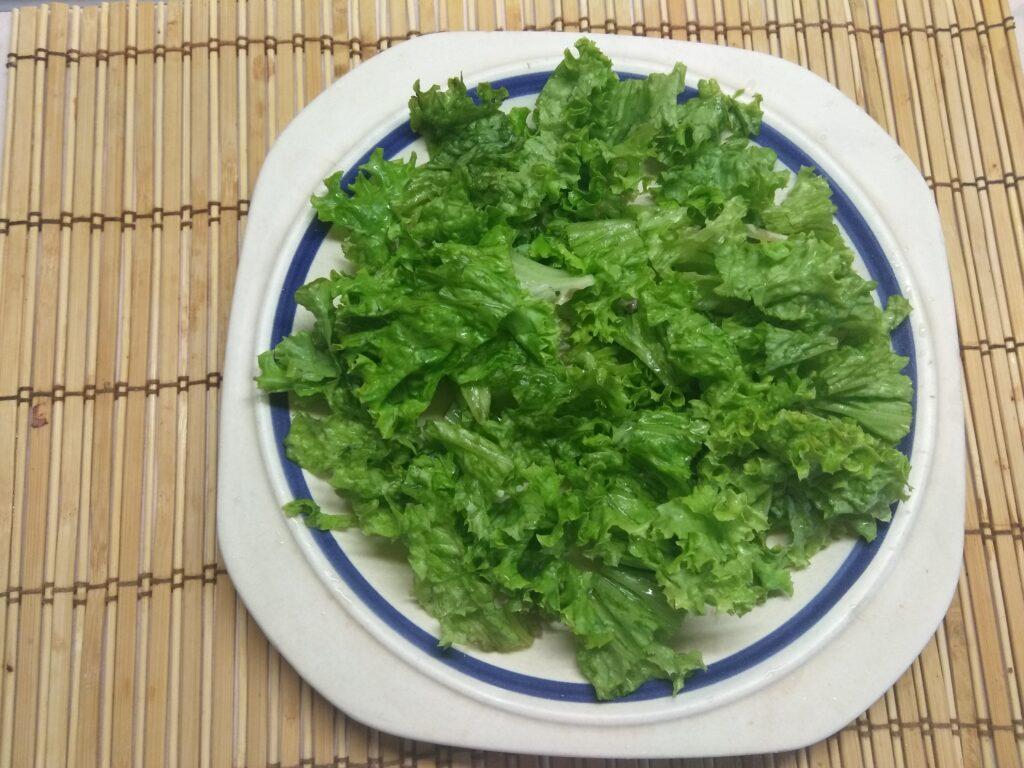 Фото рецепта - Салат из запеченного филе индейки, карамболя и кумквата - шаг 1