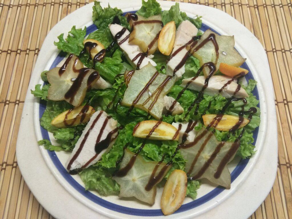 Фото рецепта - Салат из запеченного филе индейки, карамболя и кумквата - шаг 5