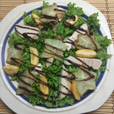 Салат из запеченного филе индейки, карамболя и кумквата - рецепт с фото