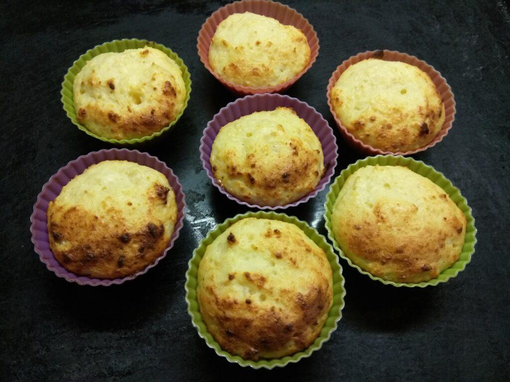 Фото рецепта - Творожные кексы с мякотью кокоса - шаг 5