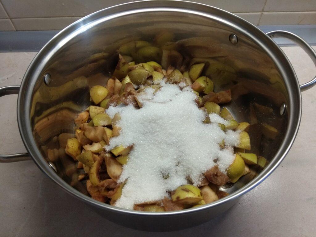 Фото рецепта - Грушевое варенье с корицей, гвоздикой и мускатным орехом - шаг 2