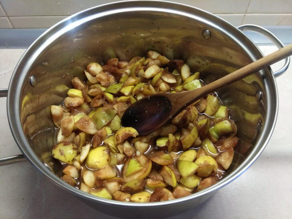 Фото рецепта - Грушевое варенье с корицей, гвоздикой и мускатным орехом - шаг 1