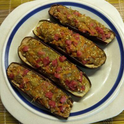 Баклажаны, фаршированные салями и сыром - рецепт с фото
