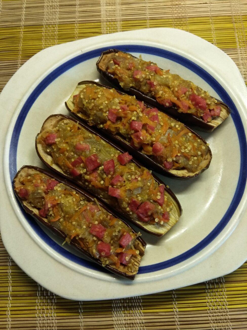 Баклажаны, фаршированные салями и сыром