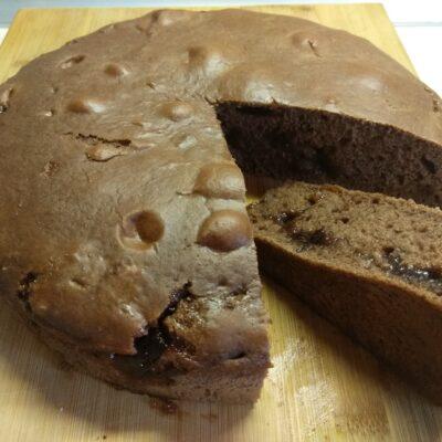 Шоколадный пирог на кефире с инжирным вареньем - рецепт с фото