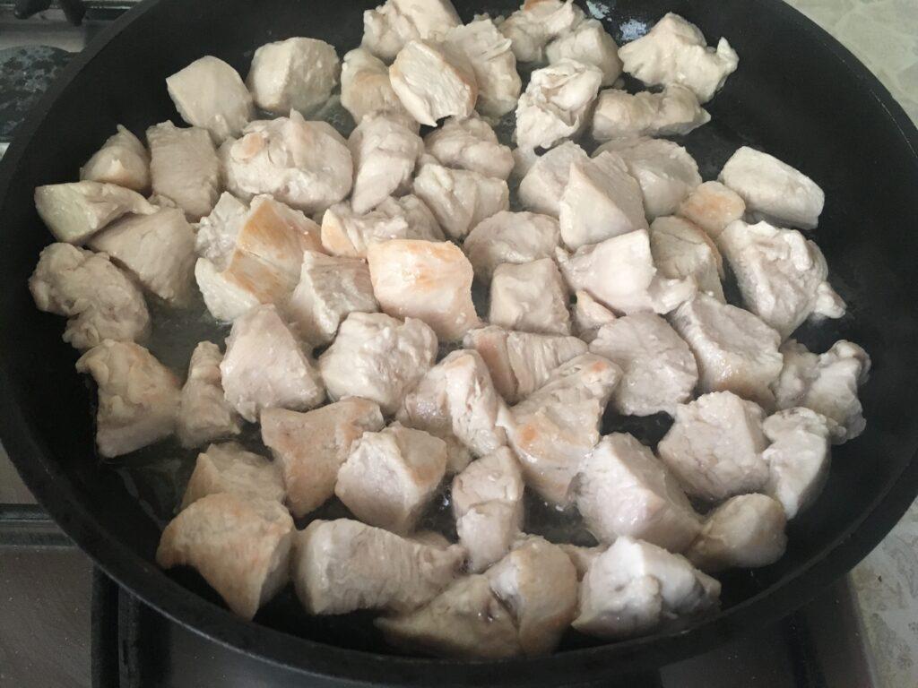 Фото рецепта - Тушеная бамия с курицей - шаг 1