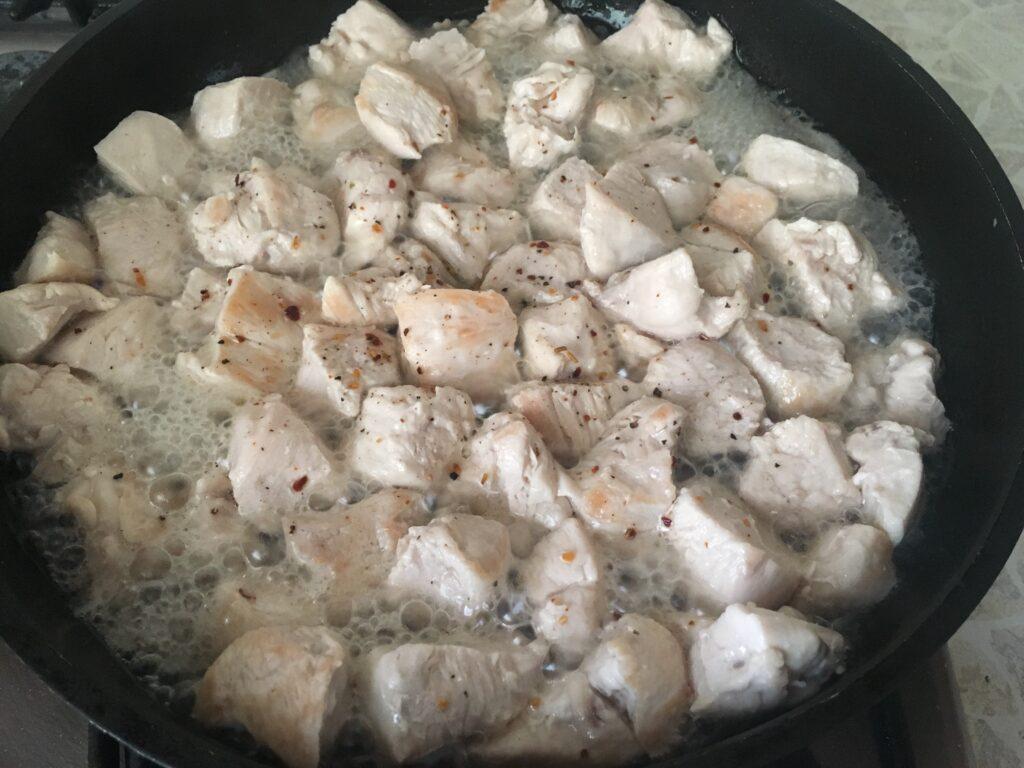 Фото рецепта - Тушеная бамия с курицей - шаг 2