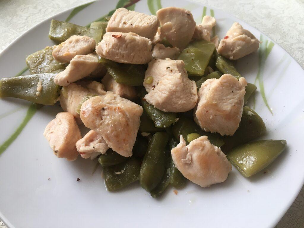Фото рецепта - Тушеная бамия с курицей - шаг 4