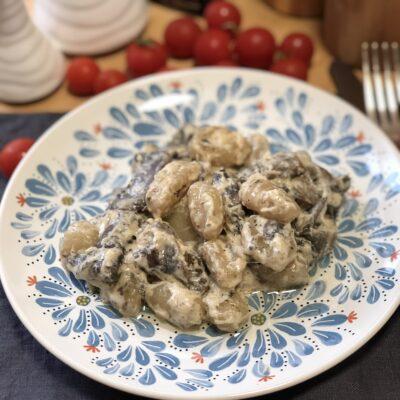 Ньокки с шампиньонами, тушеные в сливках - рецепт с фото