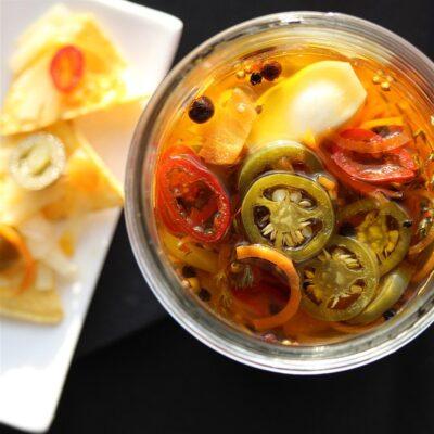 Маринованный чеснок и перец халапеньо - рецепт с фото