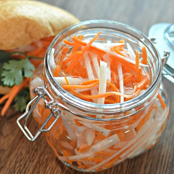 Вьетнамский салат – маринованный дайкон и морковь